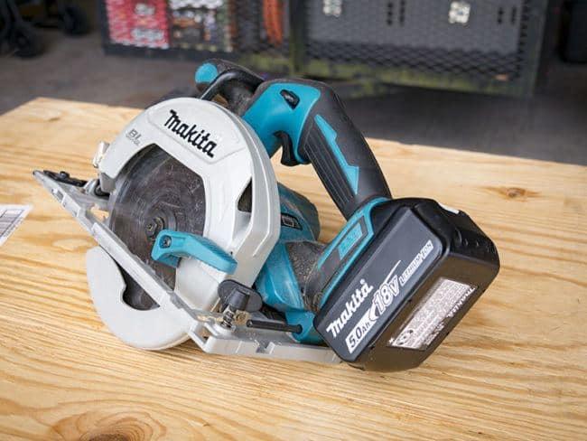 a-cordless-circular-saw