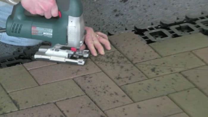 Cut tile with Jigsaw