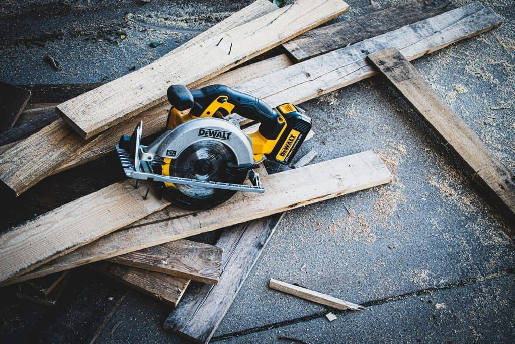 working with cordless saw